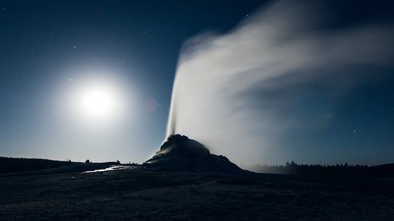Yellowstone Is Extra Stunning In The Moonlight - Digg