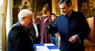 François Fillon wins French conservative primary