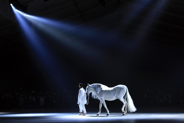 Image: French fashion designer Simon Porte leads a horse on the catwalk, during Jacquemus' Spring-Summer 2016 ready-to-wear fashion collection, in Paris, Tuesday, Sept. 29, 2015.​