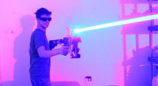 Mad Scientist Builds A 40 Watt Laser Shotgun Digg