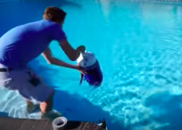 YouTuber Sees What Happens When You Open A Bottle Of Liquid Nitrogen At The Bottom Of A Pool