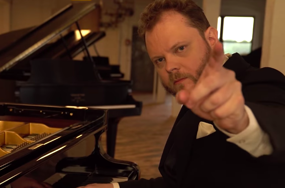 Pianist Tests Whether There Is A Difference Between A $499 Piano And A $2.5 Million Piano - Digg