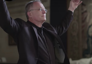 The Magic That Conductors Are Doing With Their Hands To Lead An Orchestra Explained