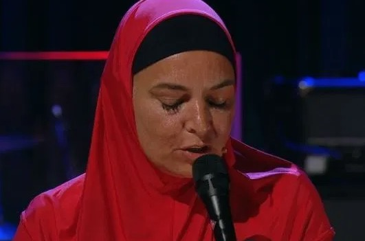 Sinead O'Connor Thrills Audience With Powerful Performance Of 'Nothing Compares 2 U'