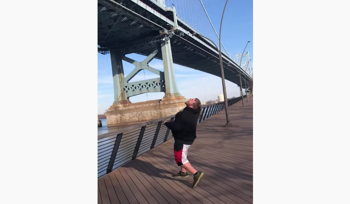 Watch The Most Philadelphia Man Ever Catch A Marshmallow In His Mouth Thrown Off The Benjamin Franklin Bridge - Digg