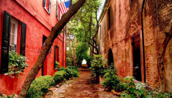Streets With Nooks and Crannies Are Beloved and Endangered