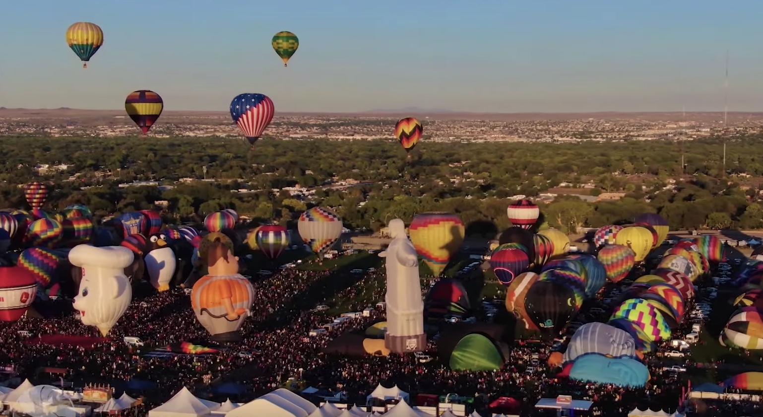 A Drone Captures Gorgeous Footage Of Albuquerque's Hot Air Balloon Festival - Digg