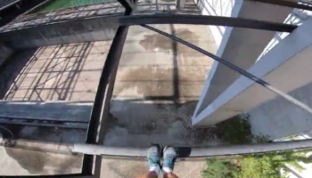 Watching This Man Jump Across Beams At A Huge Height Is Almost Unbearably Nerve-Wracking