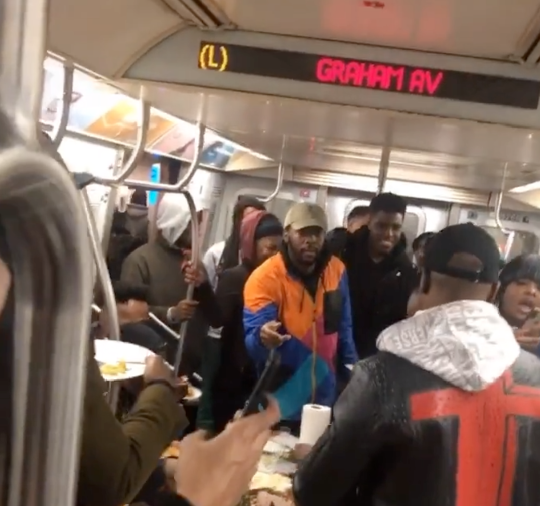 Extraordinary Thanksgiving Feast Hosted Right In The Middle Of A Busy NYC Subway Car