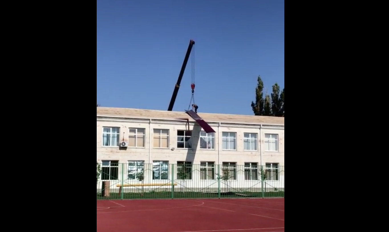 Crane Operator Fails At Doing His Job So Terribly That It's Actually Glorious