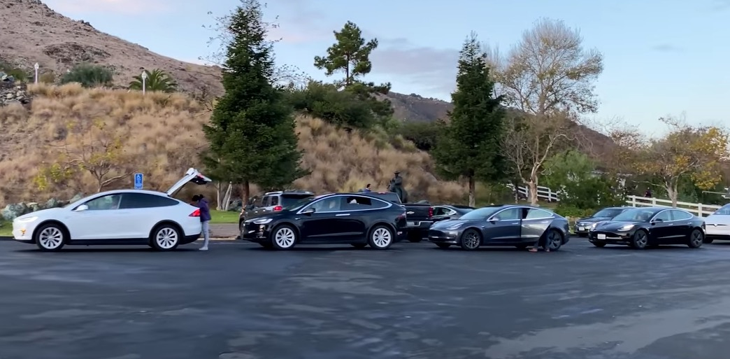 Watch A Ridiculously Long Line Of Teslas Wait To Get Charged