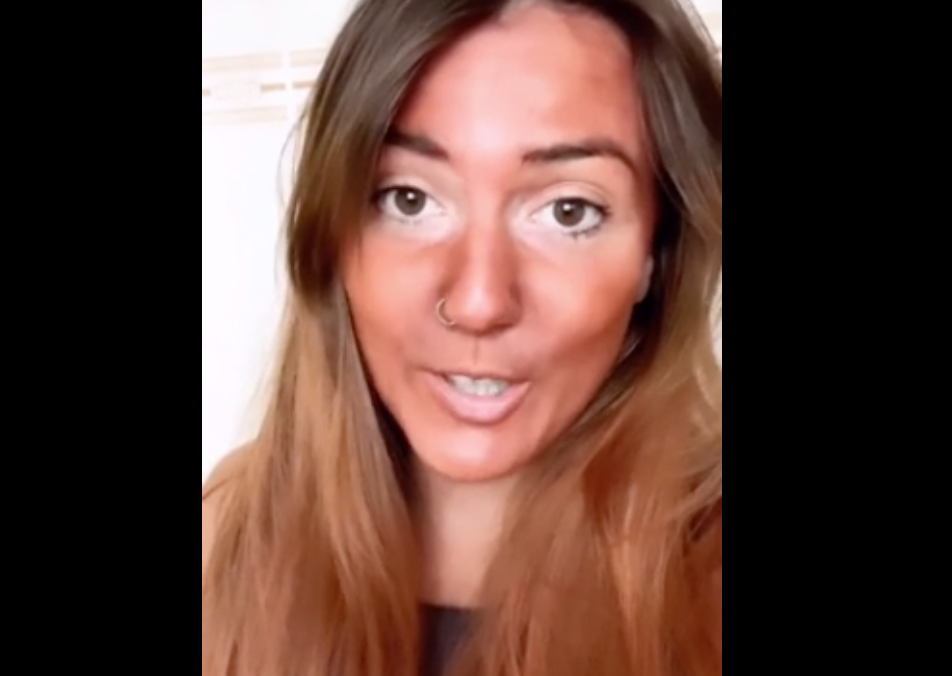 Woman Puts On A Red Earth Face Mask For An Hour, Reaps The Horrors Of Her Beauty Routine