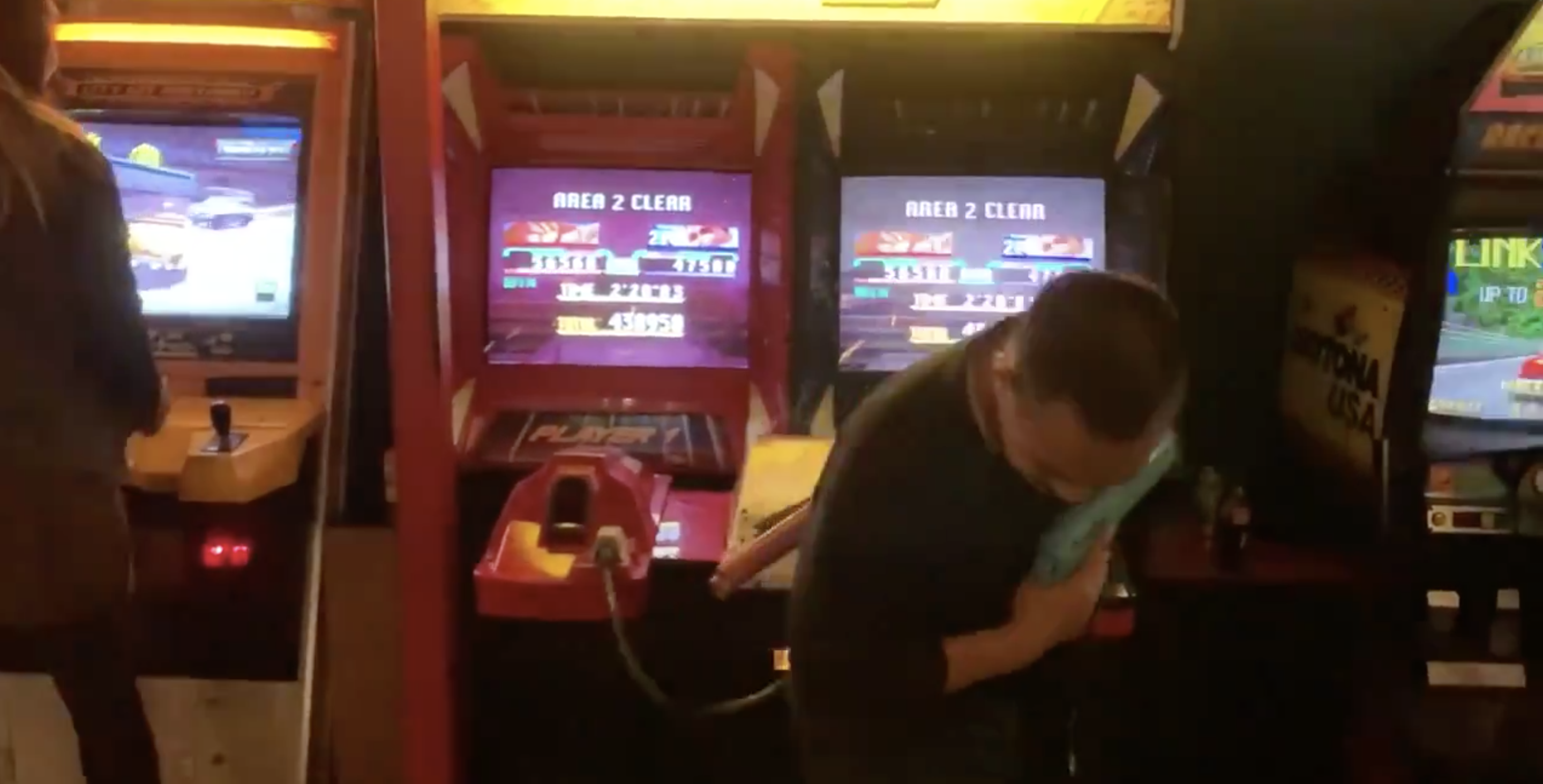 Watch This Man Complete A Two-Player Arcade Game, All By Himself, With Just One Coin