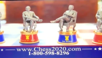 This Ad For A 2020 Election Chess Set Is So Ridiculous It's Actually Genius