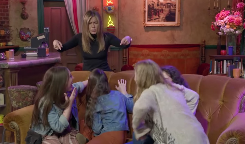 Jennifer Aniston Scares The Bejesus Out Of 'Friends' Fans Touring The 'Central Perk' Set
