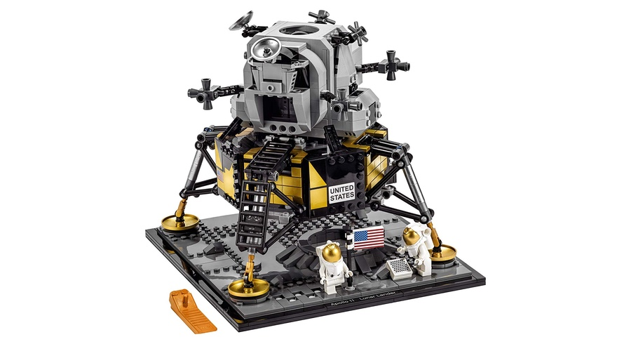 Commemorate The Moon Landing With This 1,087-Piece Apollo 11 Lego Set