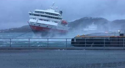 Watch A Pilot Masterfully Dock A Huge Ship Under Extreme Wind Conditions