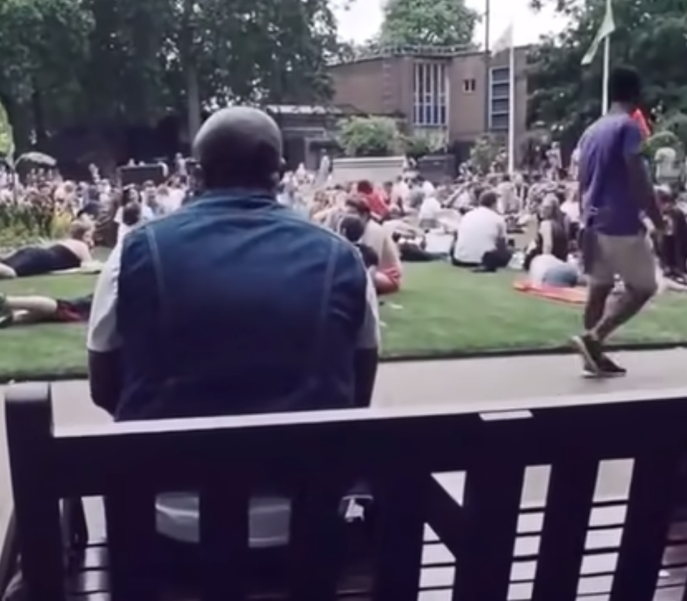 Guy Sings Bon Jovi's 'Livin' On A Prayer' In Park, Everyone In Park Surprisingly Joins In