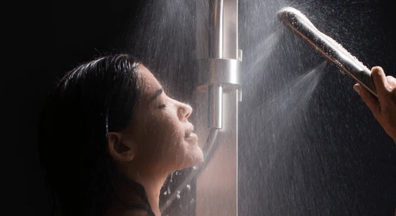 This Shower Head Completely Envelops You In Warm Water While Reducing Water Usage By Up To 45%
