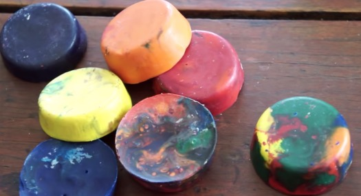 YouTuber Demonstrates How To Make New Crayons Out Of Recycling Broken Old Crayons