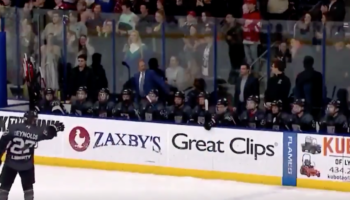 Hockey Team Celebrates Goal By Perfectly Recreating Darth Vader's Force Choke