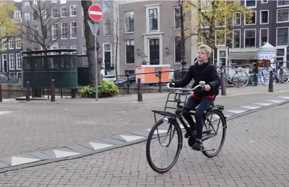 Why Don't People Wear Bike Helmets In The Netherlands?