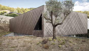 This Modern Home Slots Into A Void In The Landscape