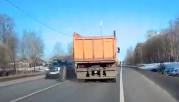 Large Wheel Comes Off Truck, Narrowly Misses Hitting Four Cars By A Hair