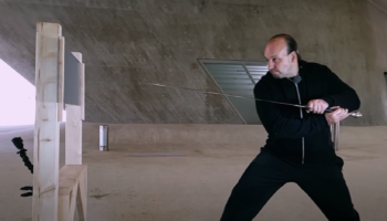 Weapons Experts Compare The Effectiveness Of A Katana Versus A Medieval Long Sword