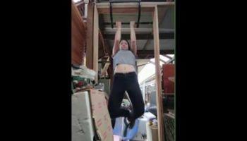 Girl Films Her Attempts To Do Chin-Ups From 2017 To 2020 In Wholesome Progression Video