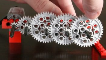 Guy Crafts An Intricate Gear Train Using No Less Than 186 Lego Gears