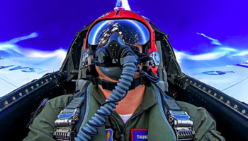 Guy Experiences What It's Like To Be In A F-16 While The Pilot Pulls Off Crazy 7G Maneuvers
