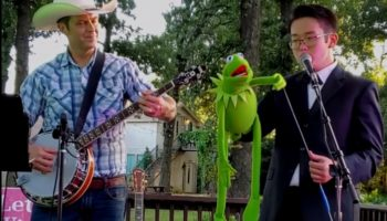 This Extremely Talented 13-Year-Old Puppeteer Expertly Performs 'The Rainbow Connection' As Kermit The Frog
