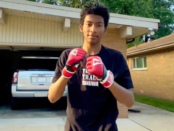 Father Helps His Son Gain Self-Confidence During Boxing Training And Demonstrates His Growth Three Years Later - Digg