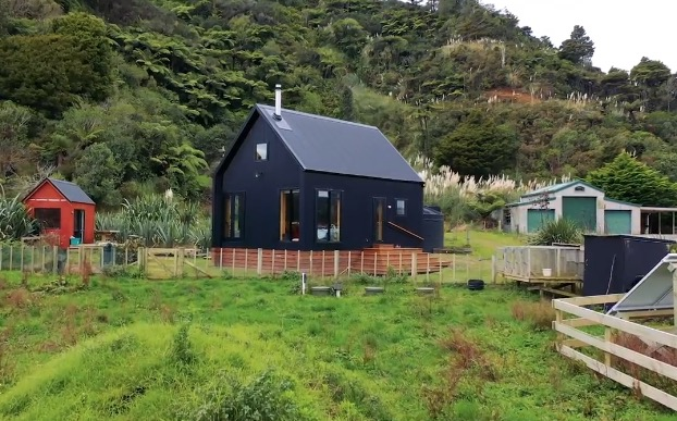This Off-The-Grid Tiny House Looks Like The Perfect Getaway - Digg