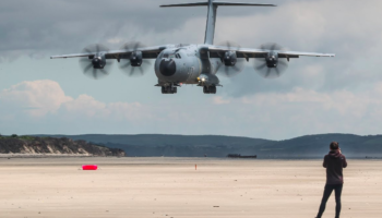 Watch A Gigantic Airbus A400M Atlas Make A Gorgeous Landing On The Beach
