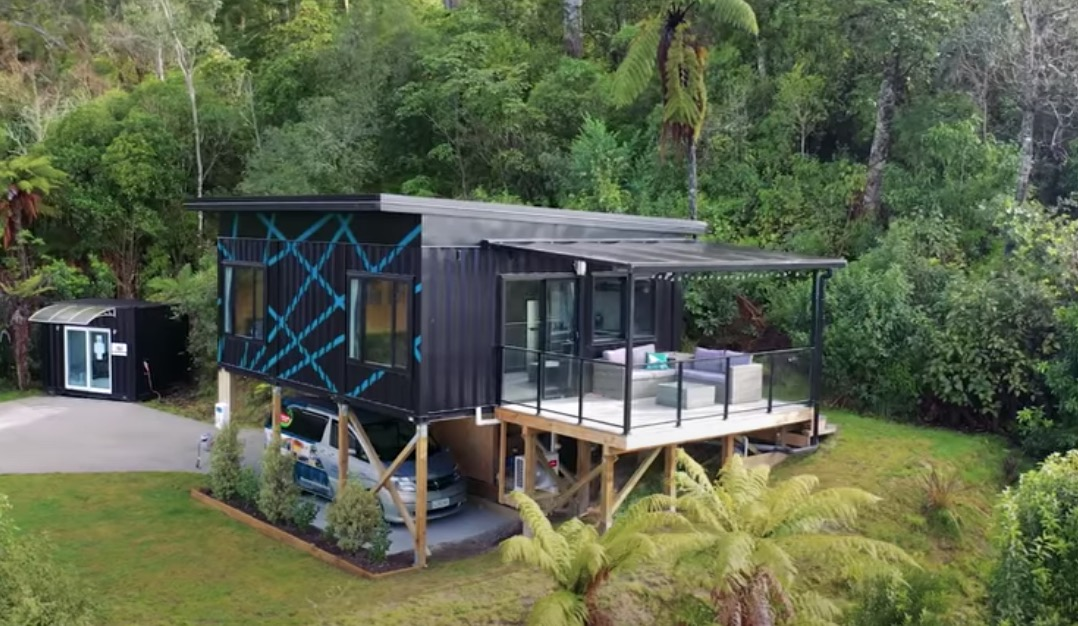 This Woman Built A Tiny House Out Of Three Recycled Shipping Containers - Digg