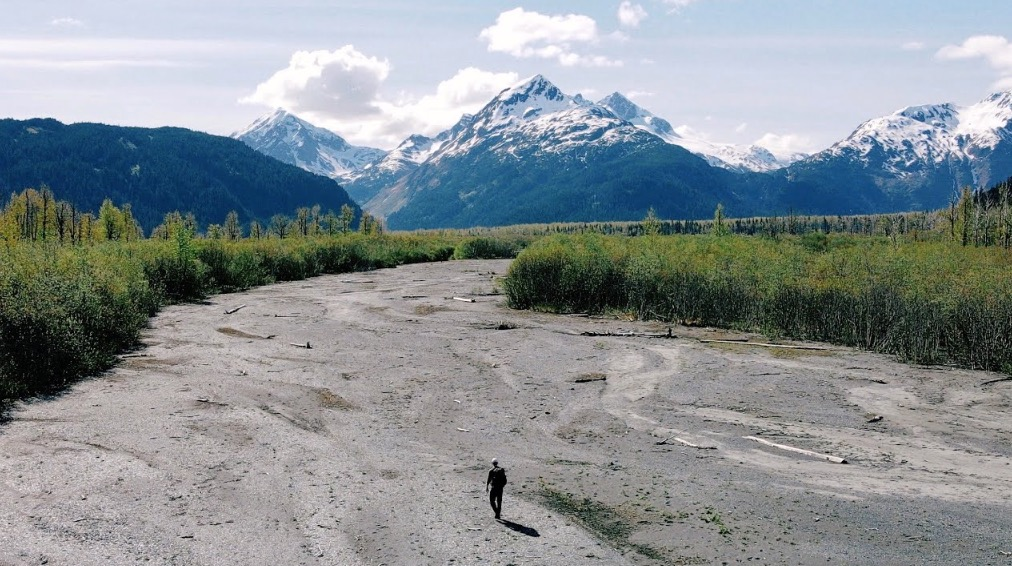 Watching This Man Hiking 100 Miles Alone In Alaska Might Change The Way You Live - Digg
