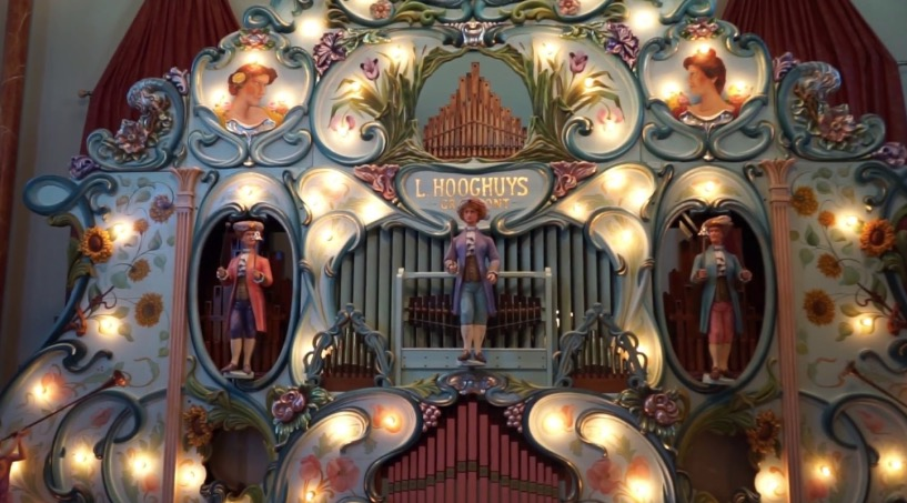 Someone Played ABBA's 'Dancing Queen' On A 100-Year-Old Organ, And It's Surprisingly Good