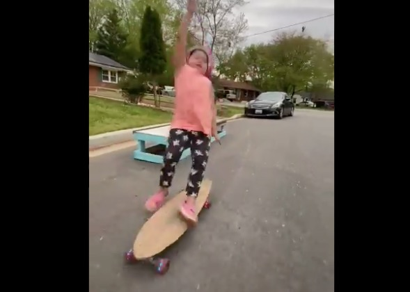 This Video Of A Little Girl Learning How To Skateboard Is The Most Wholesome 10 Seconds You'll See Today - Digg