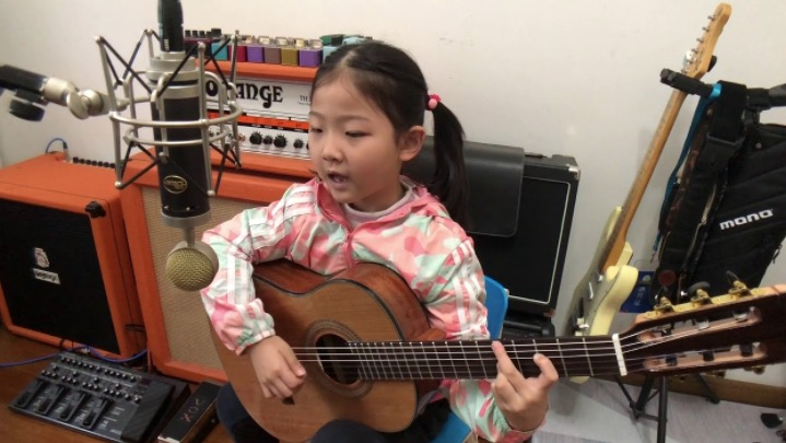Watch This Six-Year-Old Girl Absolutely Crush This Bossa Nova Song On Guitar