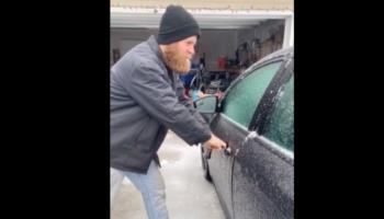 Guy Uses An Easy Trick To Open A Frozen Car Door